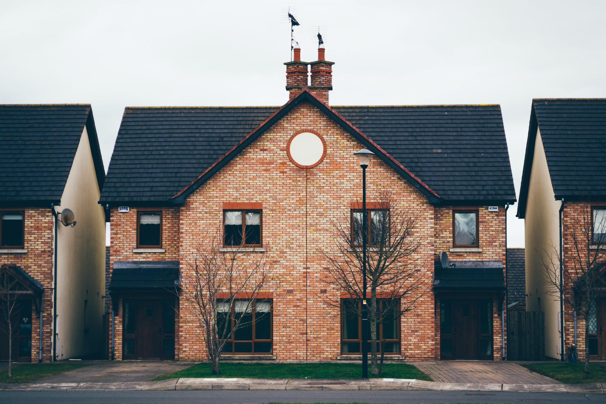 Dlaczego warto skorzystać z biura nieruchomości?